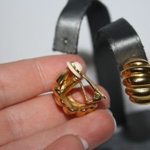 Vintage Jewelry - Stunning vintage gold earrings